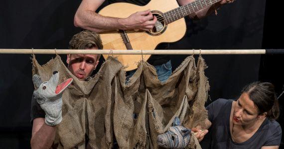 """Theater: """"Siebe Geisse und zwei Wölf"""""""