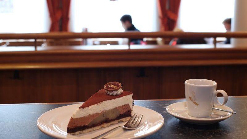 Cafe und Kuchen