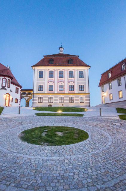 Ein Märchenschloss mit Sicht auf die Donau: Schloss Leitheim