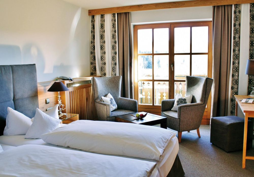 Landhauszimmer alpin mit See- & Bergblick