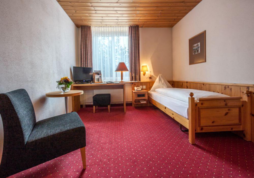 Einzelzimmer zur Tal- und Waldseite im Waldhotel