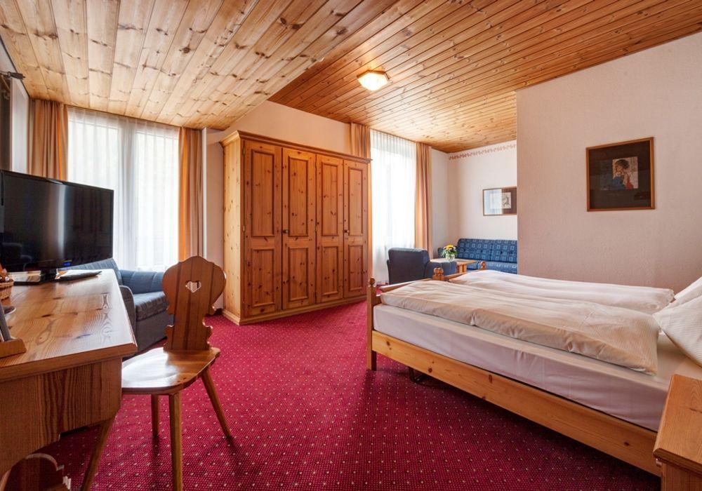 Doppelzimmer zur Tal- und Waldseite im Waldhotel