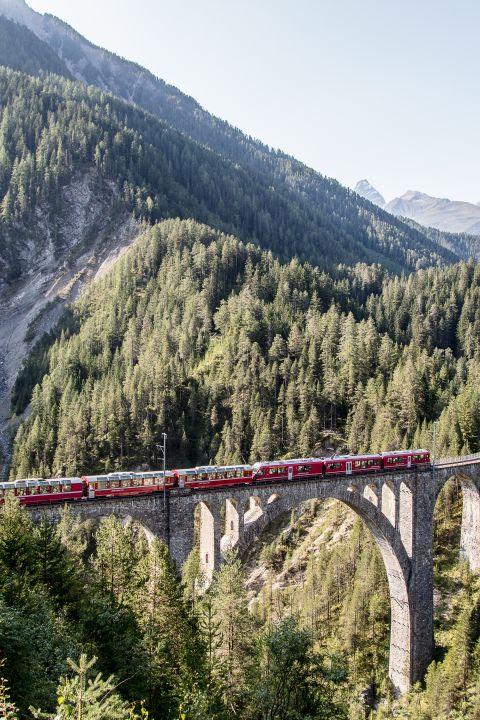 Hop on Hop off Zugreise durch Graubünden