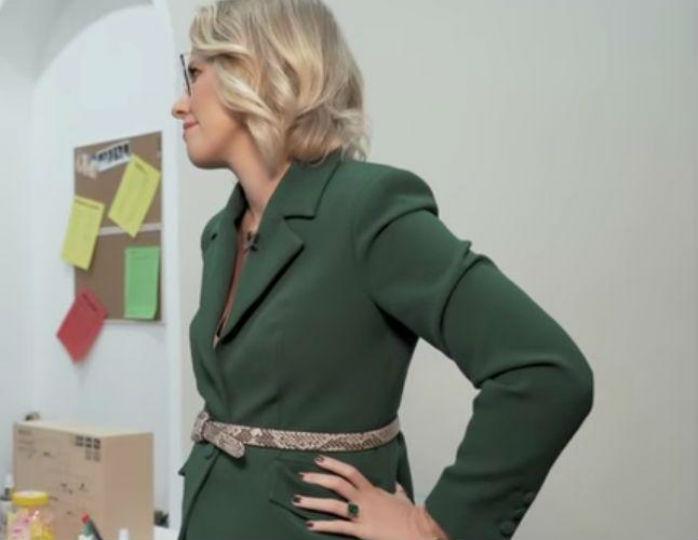 «Беременность уже не скрывает»: поклонники Собчак обратили внимание на ее талию