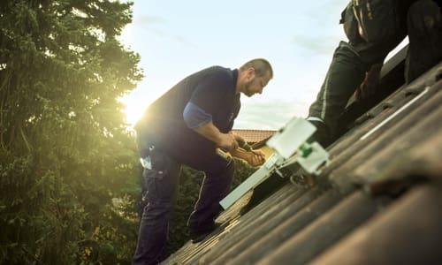 <strong>EIGEN</strong>SONNE Handwerker installieren die <strong>EIGEN</strong>SONNE Photovoltaikanlage innerhalb eines Tages