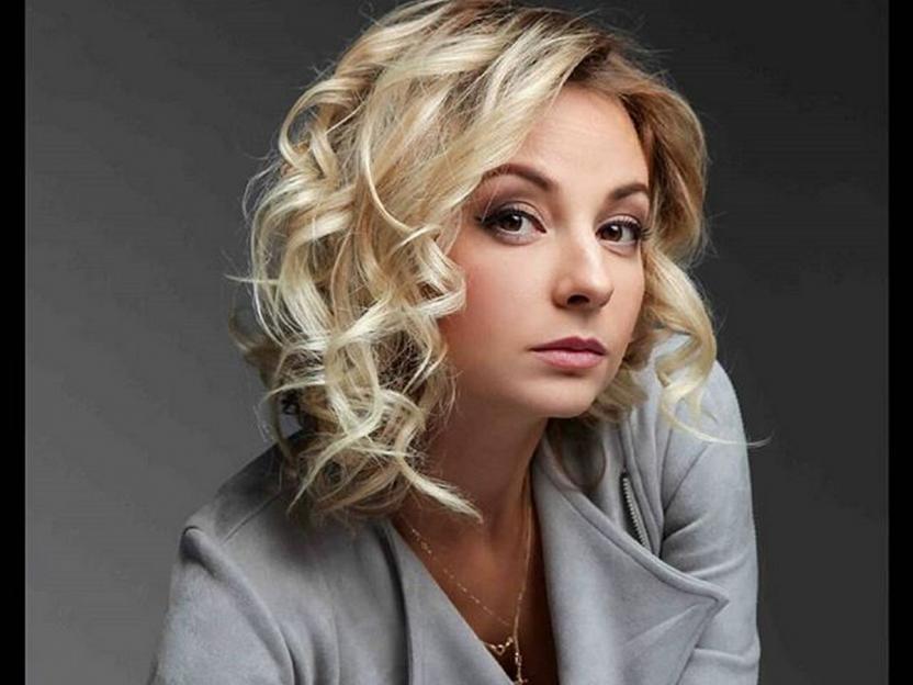 «Проще ходить в школу»: Актрисе Сагаловой с трудом даются уроки детей на карантине