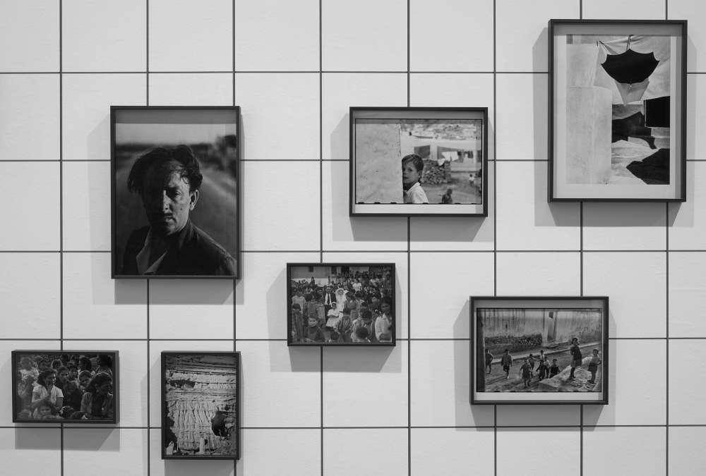 Photo d'une exposition collective de l'oeuvre de Gabriel Cualladó, intitulée Une Aproximation par l`AFAL Donation Autric Tamayo, Musée National Centre d`Art Reina Sofia