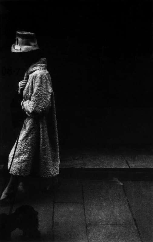 Foto en blanco y negro de Gabriel Cuallado, titulada Rue de la Paix Mujer con Sombrero (Paris)