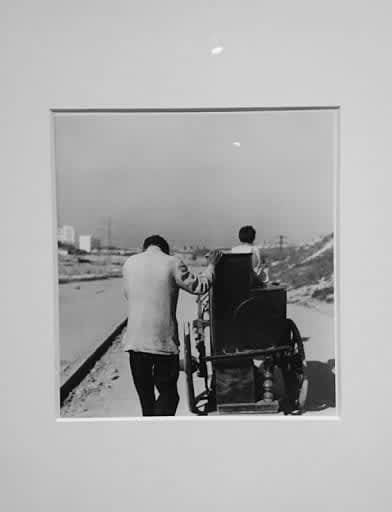 Photo d'une exposition individuelle de l'oeuvre de Gabriel Cualladó, intitulée  Spectrum Sotos Photography School