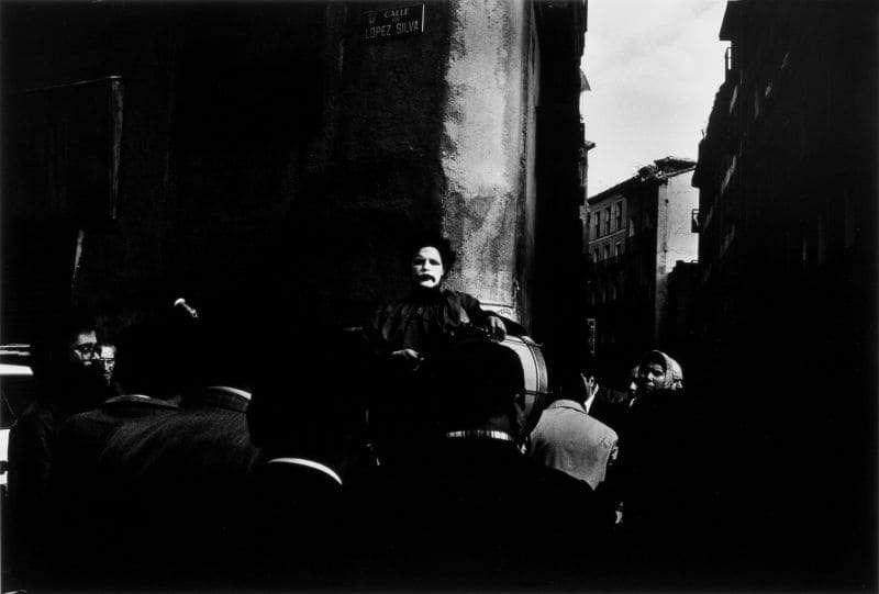Photo en noir et blanc de Gabriel Cuallado, intitulée Mime (El Rastro)