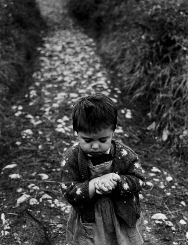 Black and white photo of Gabriel Cuallado, entitled Girl in the path (Family)