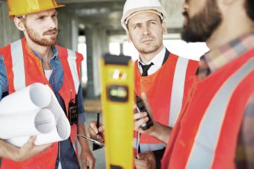 Building Contractors in Liverpool Discuss Project