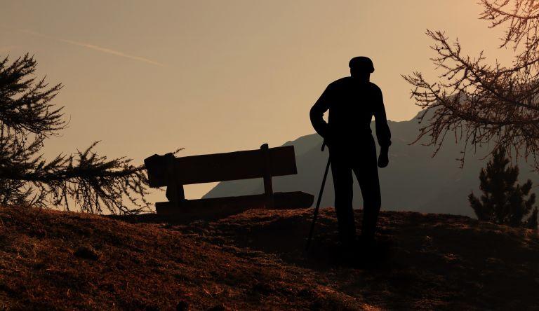Wanderer, Berg, Holzbank, Melancholisch, Sonnenuntergang, Abend, Mann, Tod