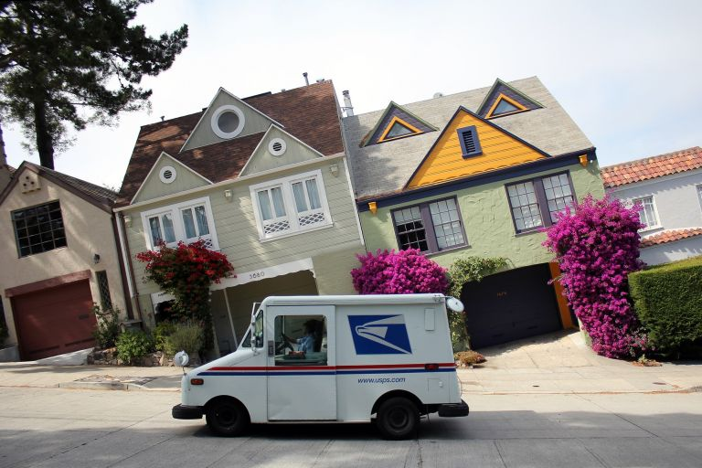 Car and houses: optical illusion