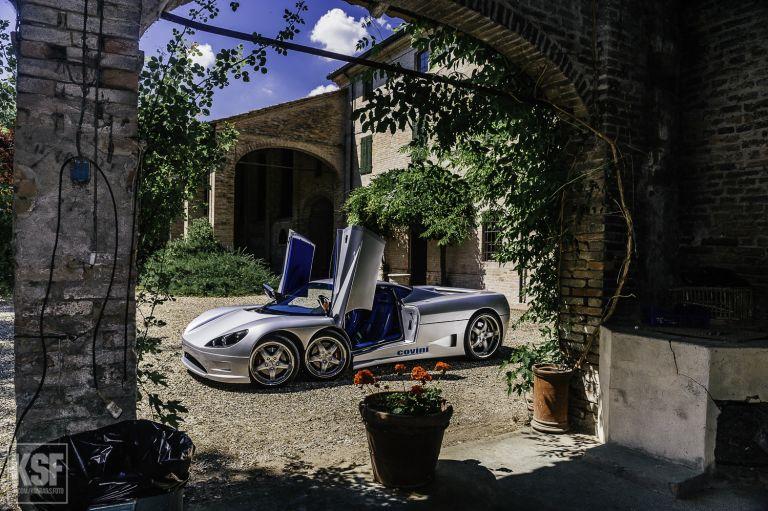 Concept car Covini with 6 wheels
