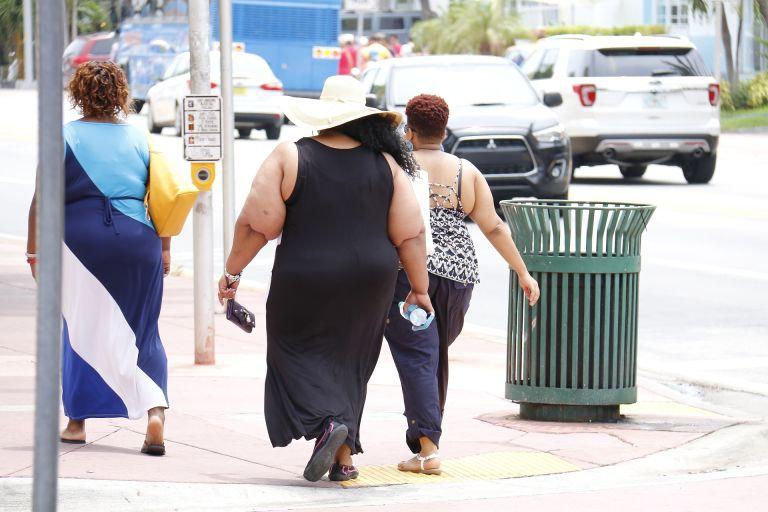 Fette dicke Frauen auf Strasse