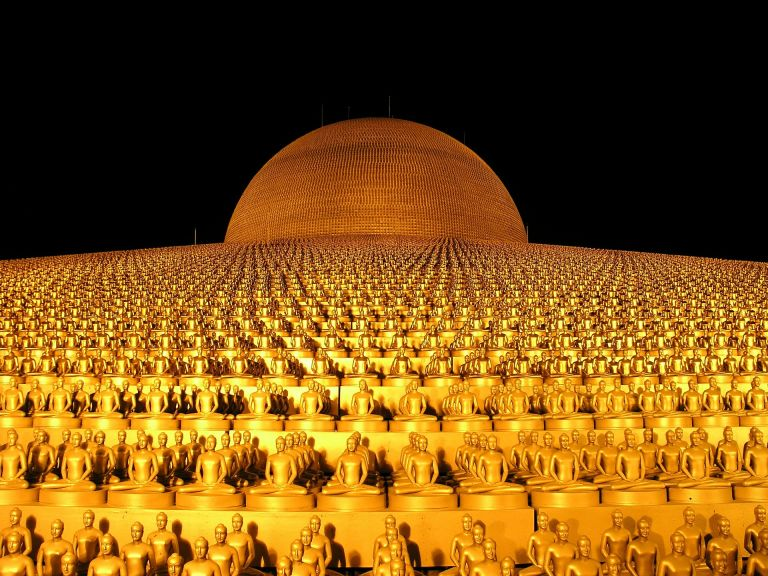 Dhammakaya Pagoda Budha Gold