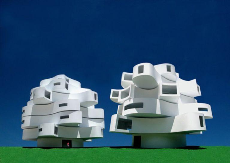 Michael Jantzen's wind-shaped pavilion