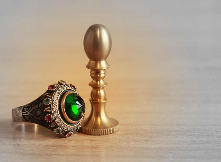 Ring of power with green gem and stamp