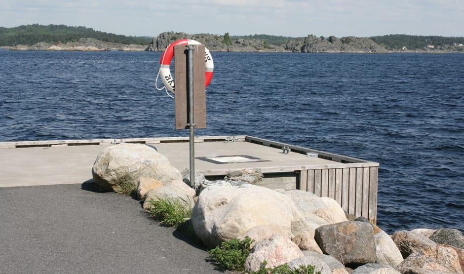 Ved stranda er det anlagt en kombinert fiske- og fortøyningsplass.