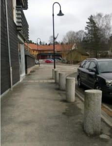 Granittstolper i Skjønberg sentrum.