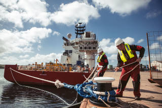 Harbour staff tying up vessel
