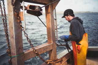 Working with wires aboard scallop vessel