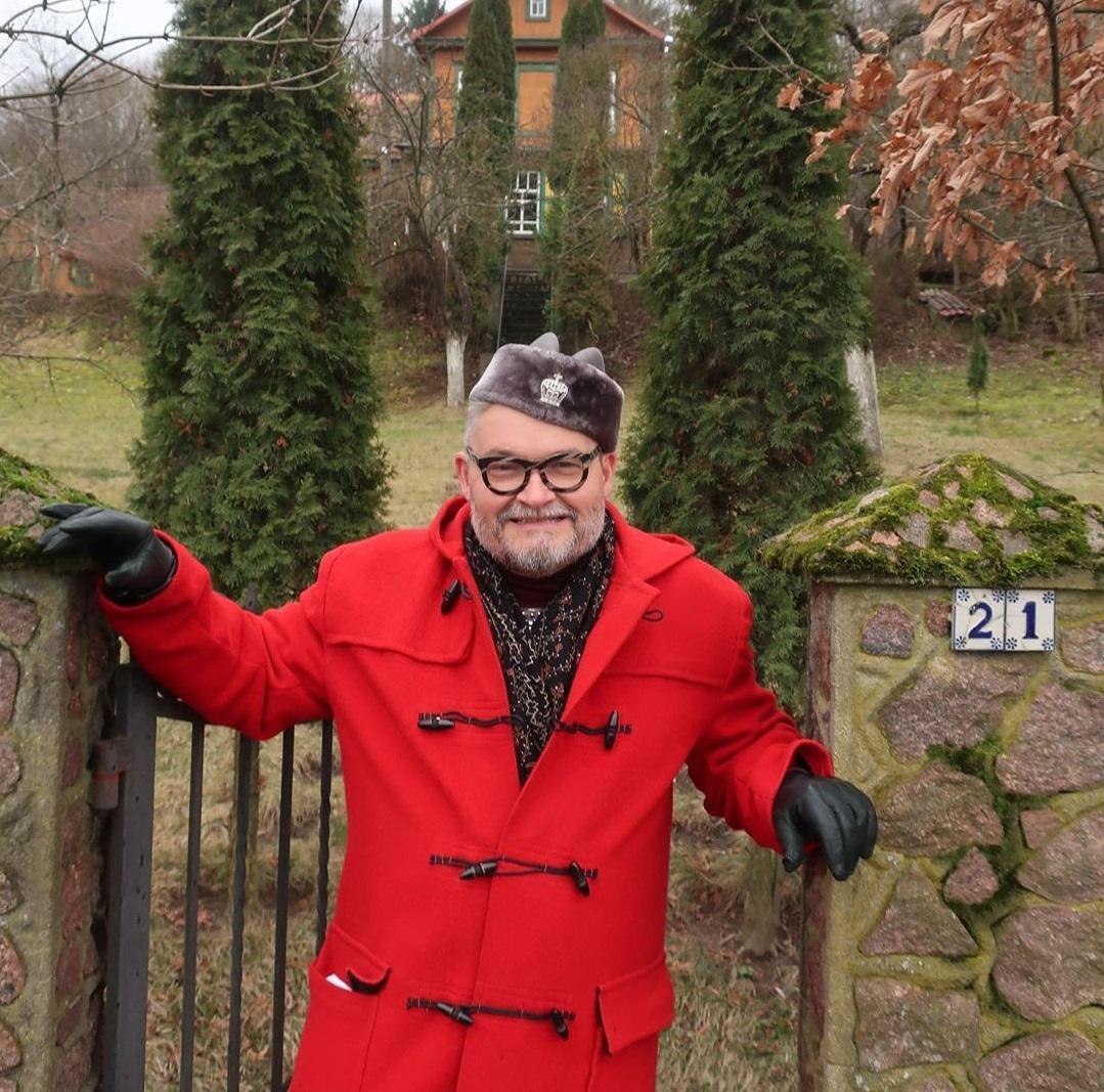Забудьте о халатах: Александр Васильев рассказал, как связаны семейной счастье и элегантная домашняя одежда
