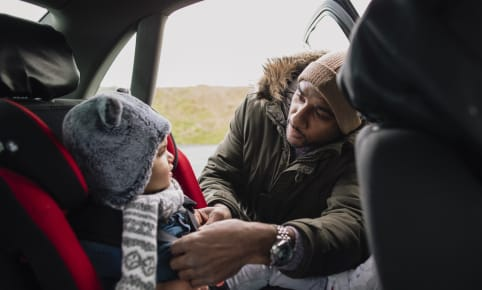 Je baby veilig vervoeren in de wagen: basisprincipes voor zorgeloos rijplezier