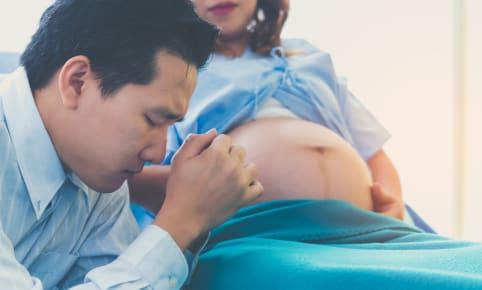 La place du partenaire pendant l'accouchement