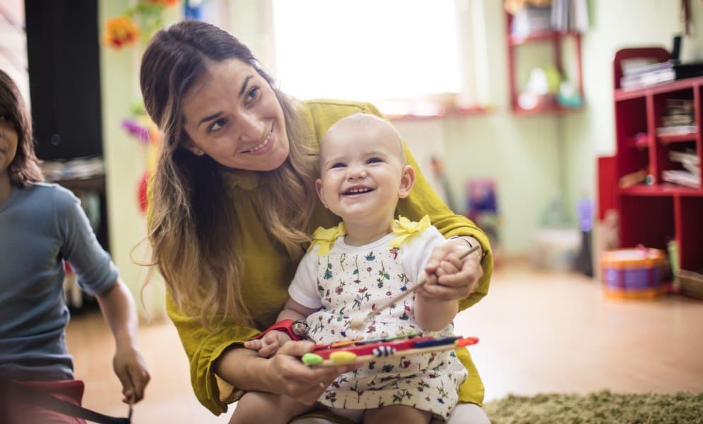 Wat geef je mee in baby's verzorgingstas op zijn eerste dag in de crèche?
