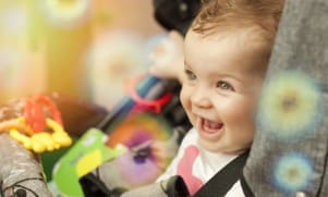 Développement de Bébé : il a 10 mois