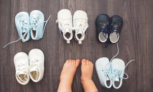Comment bien choisir les 'premières chaussures' d'un bébé qui commence à marcher ?