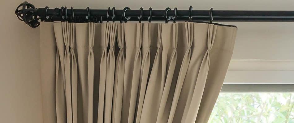 Blind curtain rails fitting