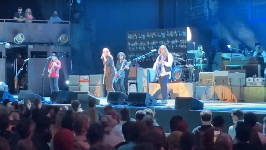 The Black Crowes Perform 'Walk Believer Walk' For 1st Time Since 2013
