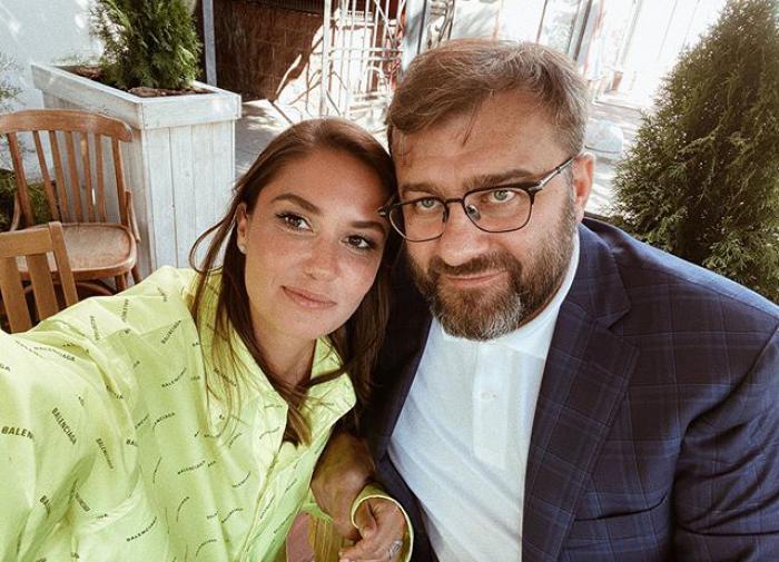 Муцениеце заподозрили в отношениях с Пореченковым