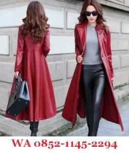 Model Jaket Kulit Wanita Panjang Warna Merah