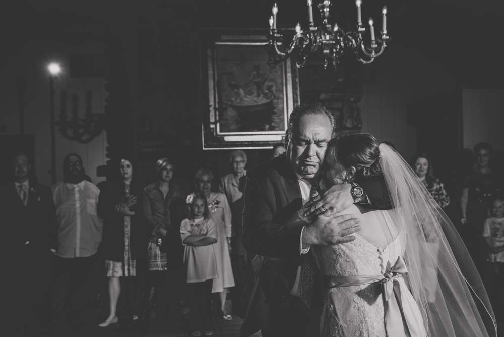 emotional dance with father at wedding
