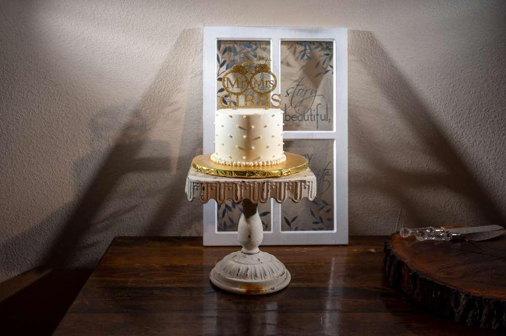 wedding cake with frame