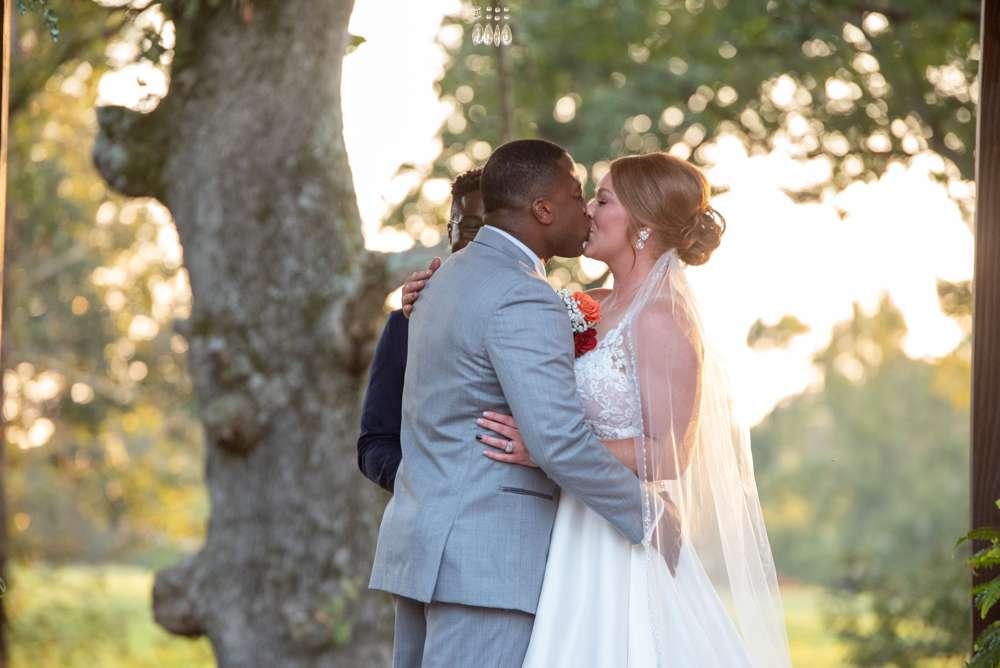 the kiss at wedding