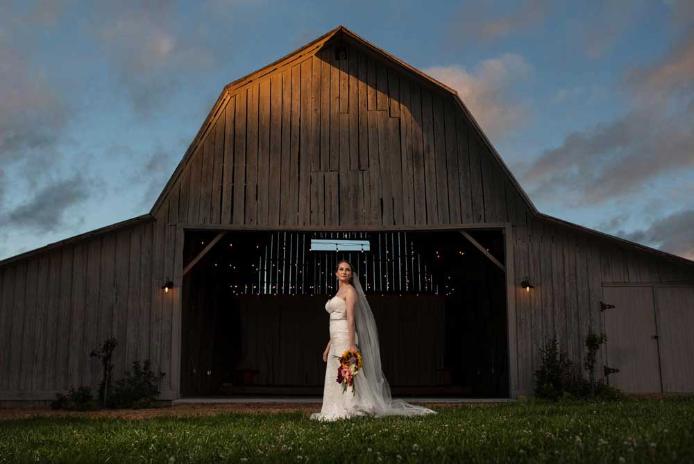 bridal-portrait-in-front-of-barn