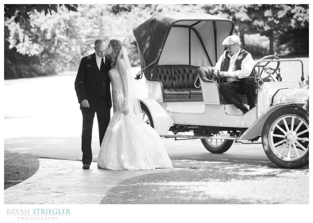 Northwest Arkansas Wedding Bride kiss father