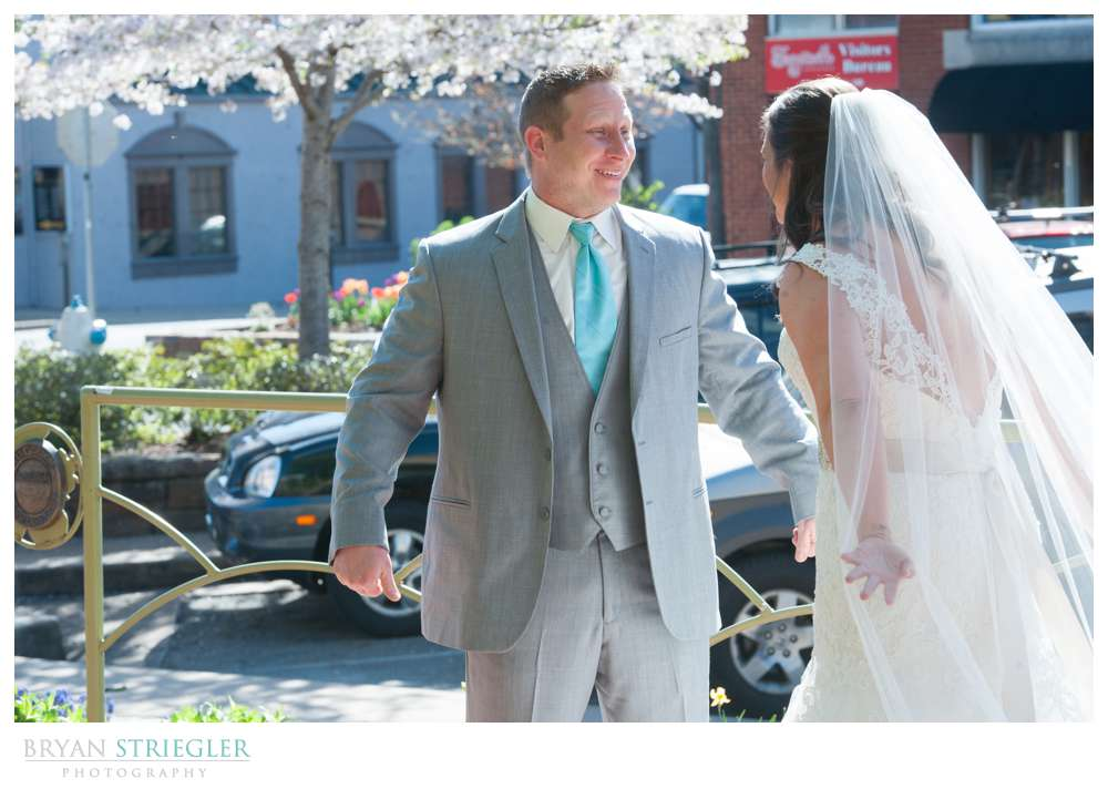 Fayetteville, Arkansas wedding first look on the Square