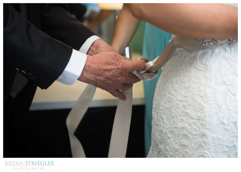 Fayetteville, Arkansas wedding father tying bow