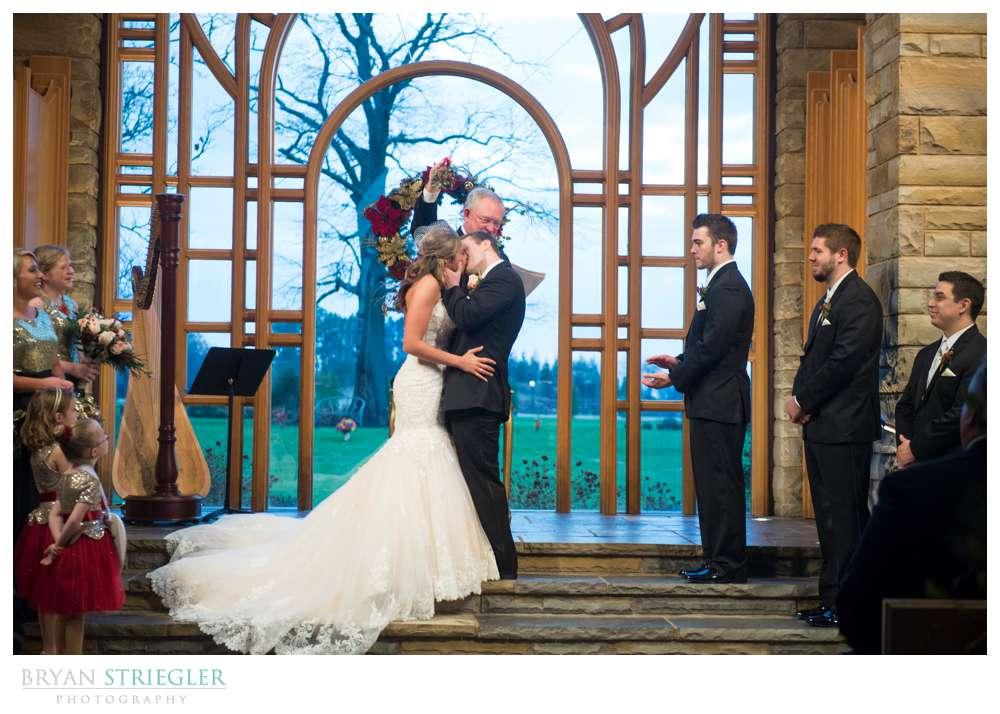 Arkansas Winter Wedding kiss under mistletoe