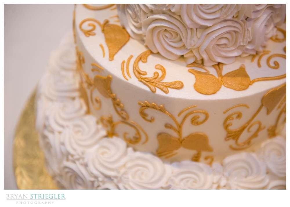 Springdale Arkansas Wedding  cake floral design