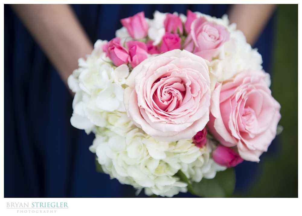 wedding details pink and white bouquet