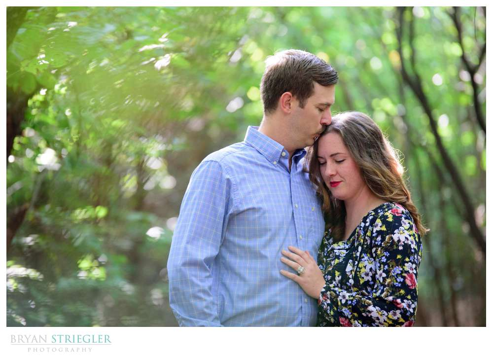 engagement photo kissing her on the forehead
