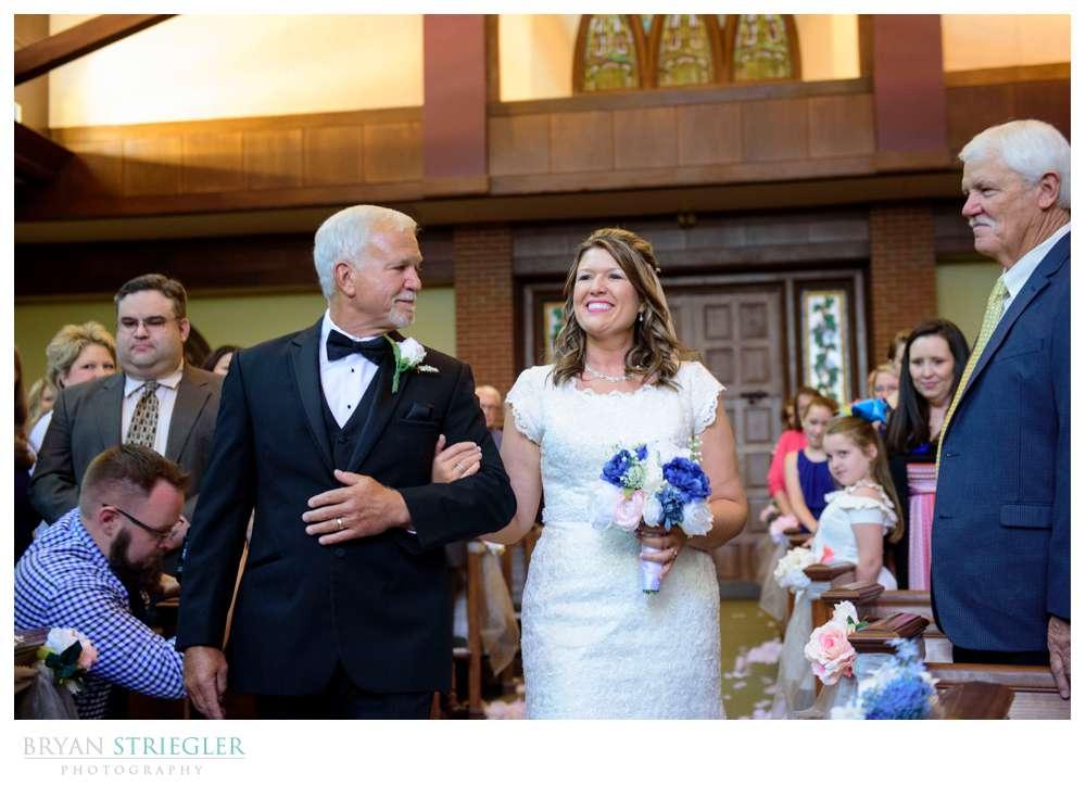 bride coming down the aisle in Van Buren