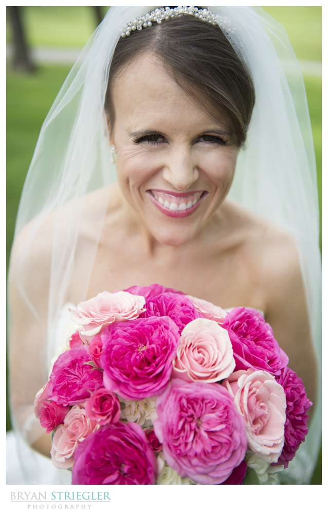 Arkansas wedding bride and bouquet